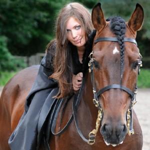 alicia dosgne caballo