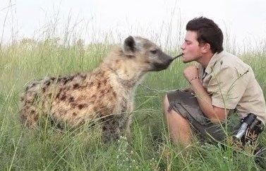 Mi amiga Themba, la hiena