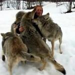 Emotivo encuentro de Anita y los lobos